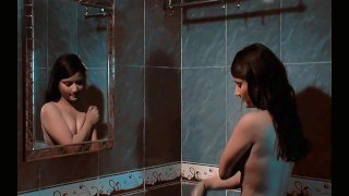 hot-indian-college-girl-changing-dress-and-bathing.mp4